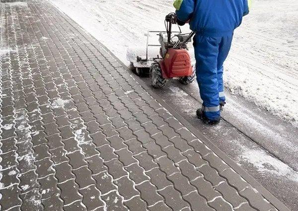 Snow shovelling Edmonton
